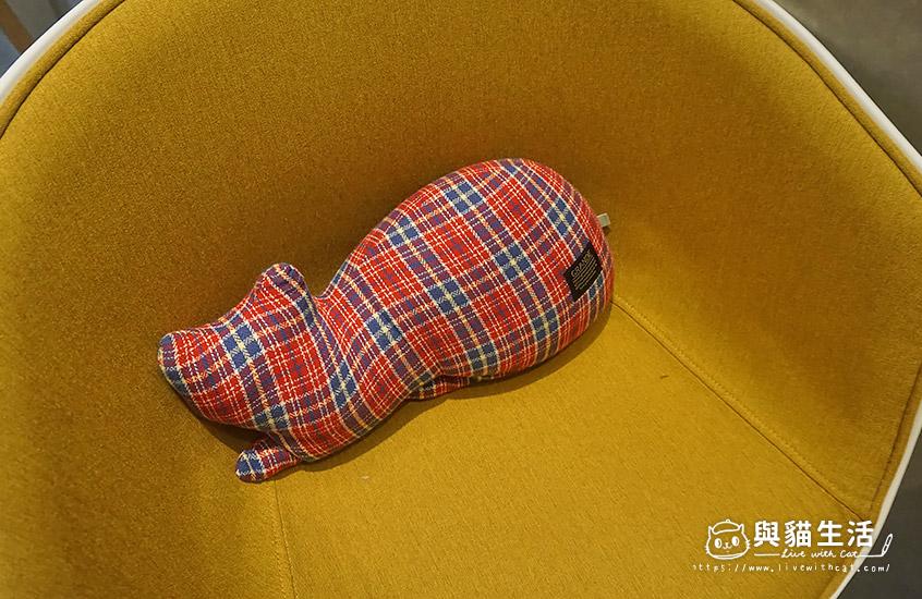 可愛貓咪靠枕